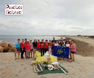 Limpieza en la playa de la Llana organizada por Pinatar Natura